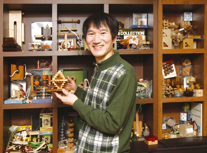 퍼즐박물관을 만드는 게 꿈인 퍼즐 수집가 강금만 씨.