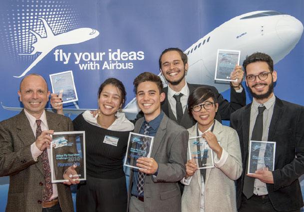 친환경 손수레를 개발해 2015년 'Fly Your Idea' 공모전에서 2등을 거머쥔 브라질 상파울루대 학생들. 공모전이 거듭될수록 친환경을 주제로 한 새로운 아이디어가 나오고 있다.