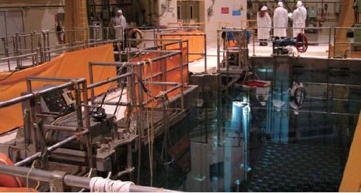 이탈리아의 원전에 자리한 사용후 핵연료 임시저장고. 오른쪽 아래 수조에 사용후핵연료봉을 저장한다.