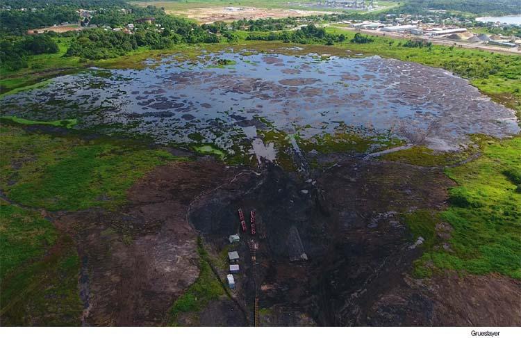 트리니다드 토바고의 라 브레아 지역에 있는 타르 호수.