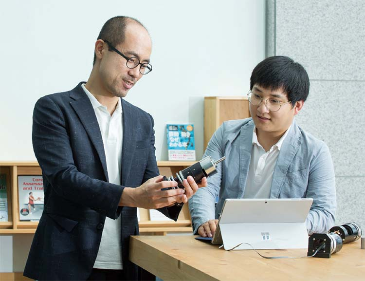 오세훈 DGIST 로봇공학전공 교수 (왼쪽)와 이찬 연구원.