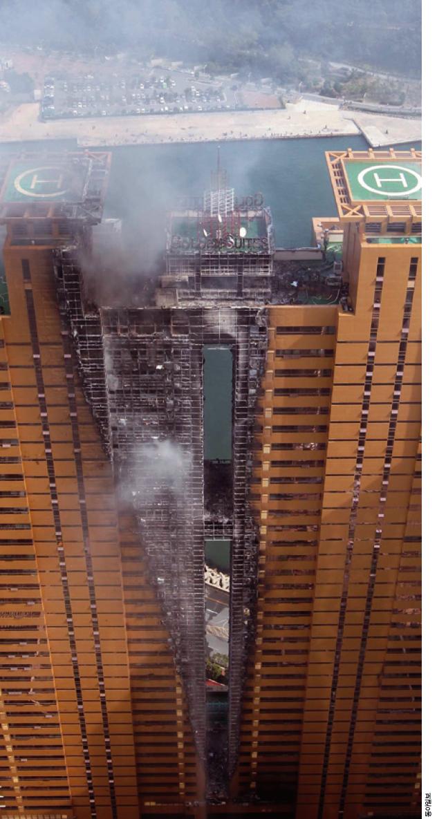2010년 10월 부산 해운대구에 있는 38층 주상복합건물에서 화재가 발생했다. 4층 미화원 작업실쪽에서 발화된 불이 중앙 계단 환풍 통로를 타고 20분 만에 옥상까지 번졌다.