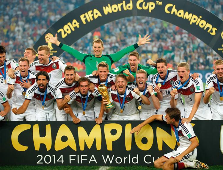 2018년 4월 15일 기준 FIFA 세계 랭킹 남자 부문 1위는 독일 대표팀(1533점)이다. 독일 대표팀은 FIFA 세계 랭킹이 처음 생긴 1993년 최초로 1위를 한 팀이기도 하다. 과연 독일 대표팀은 2014 브라질 월드컵에 이어 2018 러시아 월드컵에서도 우승해 왕좌를 지킬 수 있을까?