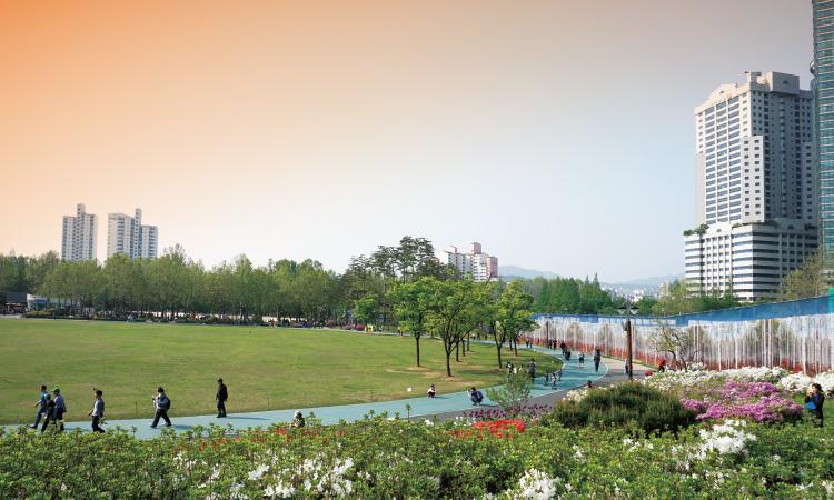 일몰제로 인해 2020년 이후 일부가 사라질 위기에 처한 서울 보라매 공원.