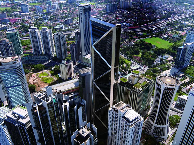 대우건설이 시공한 말레이시아 IB타워는 10층 높이에 이르는 거대한 삼각형으로 이뤄진 거대한 트러스를 세로로 세워, 건물의 무게를 안전하게 지탱하고 지진이나 바람이 만드는 진동에 더 잘 견딜 수 있게 설계했다.