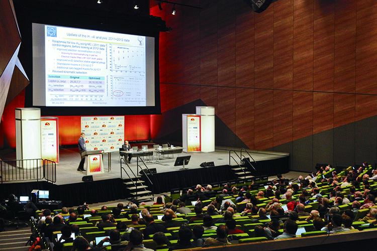 국제고에너지물리학회(ICHEP)는 전세계 핵·입자·천체물리 분야 과학자가 모여 최신 연구동향을 공유하는 논의의 장이다. 사진은 2012년 호주 멜버른에서 열린 'ICHEP2012'에서 유럽입자물리연구소(CERN) 연구팀이 힉스 발견 성과를 발표하는 모습.