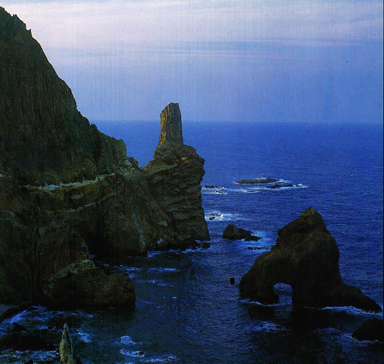 동쪽 끝에 우뚝 솟은 화산섬 독도