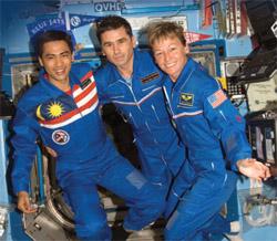 말레이시아 첫 우주인 ISS 입성