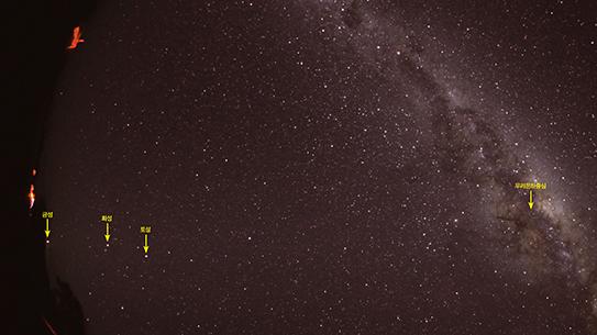 호주 밤하늘엔 숨어 있던 은하수가 뜬다