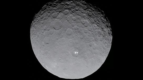반짝이는 점을 가진 왜소행성 세레스