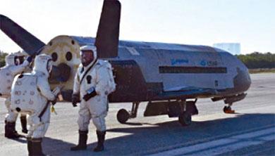 [과학뉴스] 비밀 임무 수행하고 2년 만에 우주에서 돌아온 X-37B