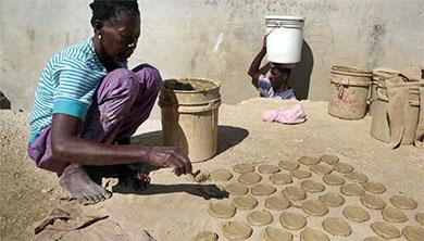 [Future] 건강한 전통? 생존의 문화? 흙 먹는 '토식증' 논란