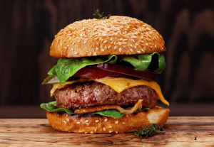 도축은 이제 그만! 오늘 점심은 인공고기 햄버거?