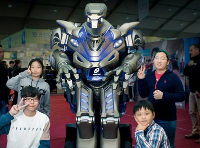 [출동! 어린이과학동아 기자단] 과학 축제는 로봇도 춤추게 한다!
