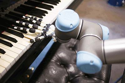 [과학뉴스] 손목 움직여 피아노 치는 로봇