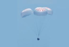 크루드래건, 최초로 민간 유인 우주 비행에 성공하다!