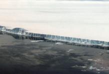 [과학뉴스] 거대 빙산, 펭귄 떼 사는 섬과 들이받을 뻔?!